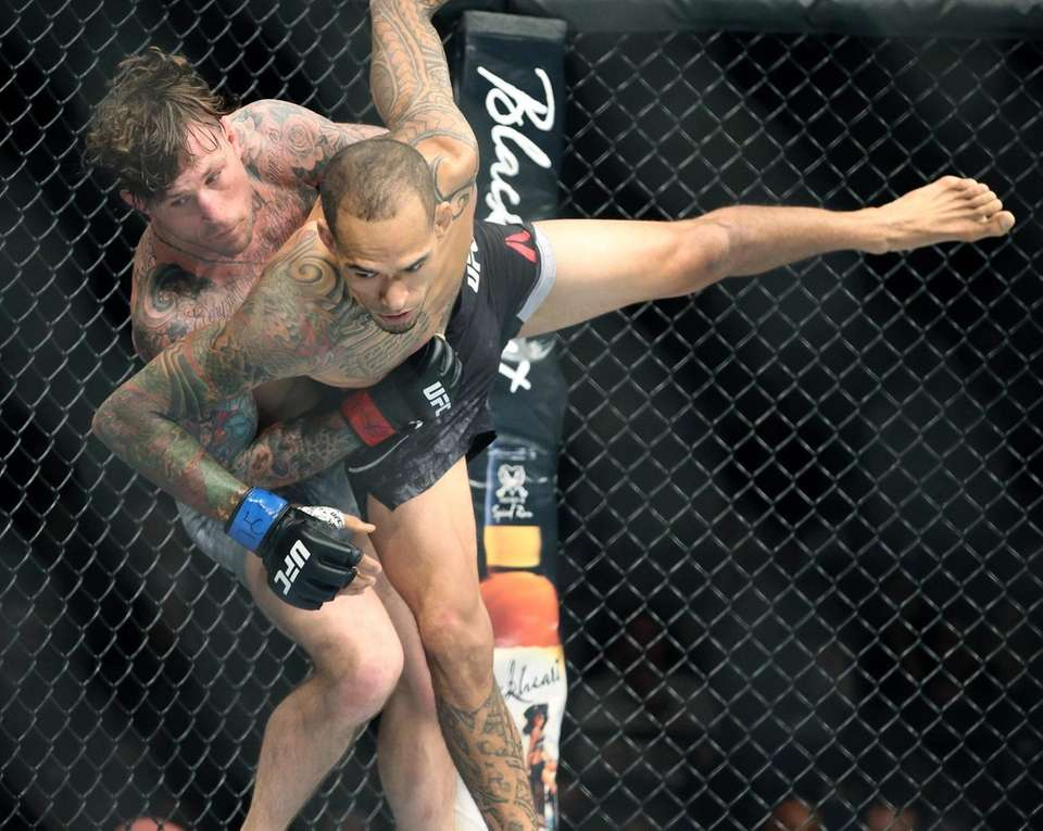 At 155 lbs Gregor Gillespie (l) defeated Yancy