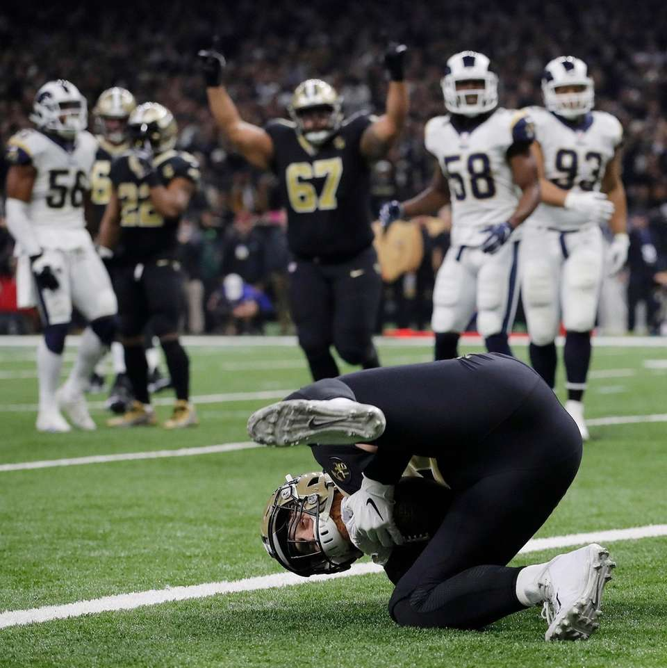 New Orleans Saints' Garrett Griffin catches a touchdown