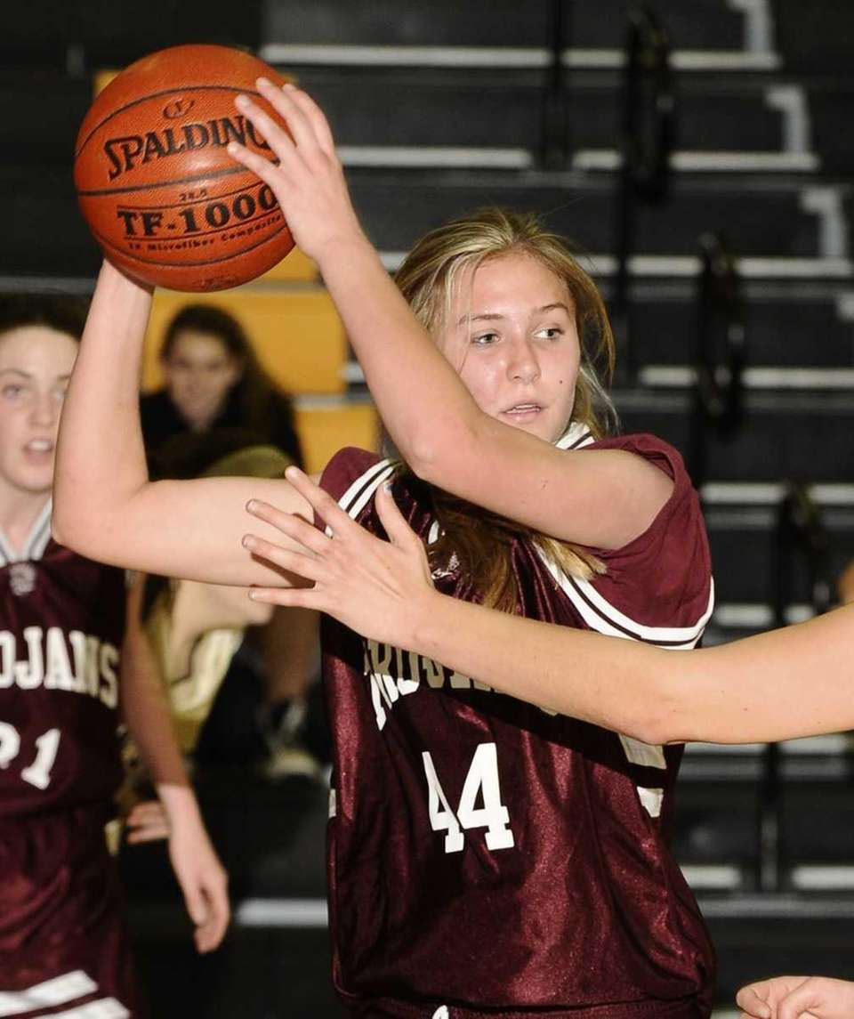 Garden City's Christina Mangels looks to pass against