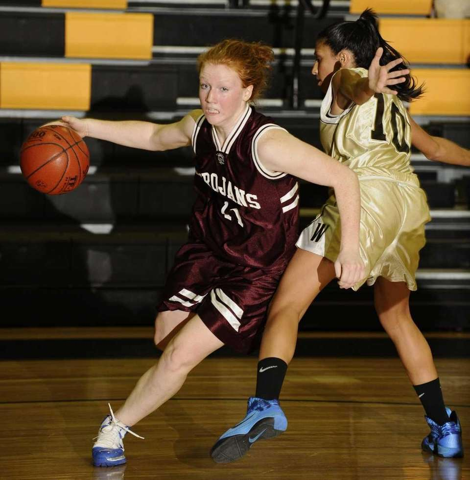 Garden City's Barbara Sullivan drives to the basket