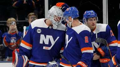 Robin Lehner #40 and Nick Leddy #2 of