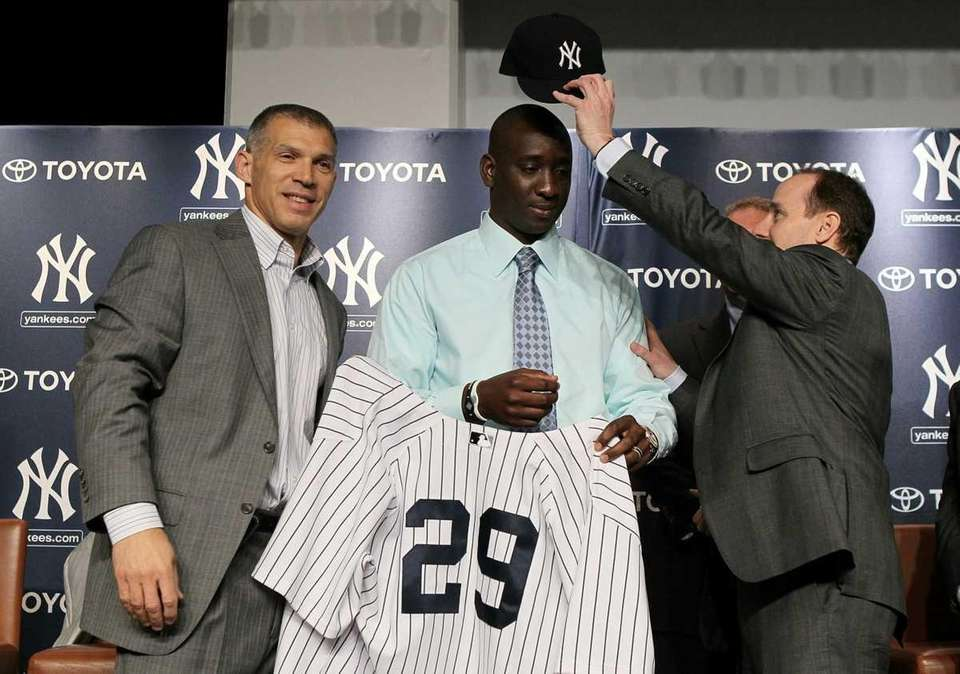 Rafael Soriano gets his new Yankees jersey and
