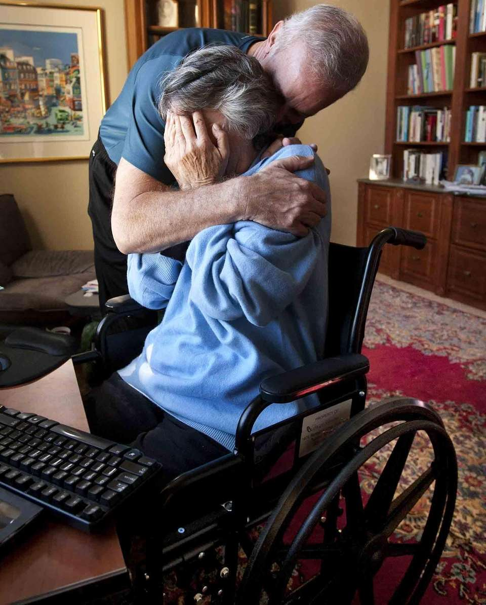 Bill Hileman hugs his wife, Suzi Hileman, who