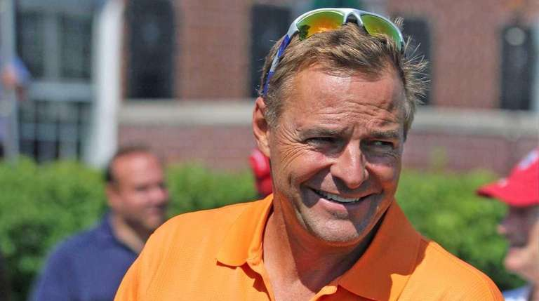 Former Yankees and Mets pitcher Al Leiter gets