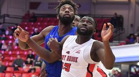 Stony Brook guard Akwasi Yeboah and Hofstra forward