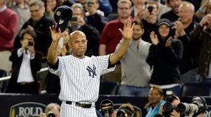 New York Yankees pitcher Mariano Rivera waves to