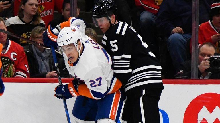 Islanders lineman Anders Lee fights for the puck
