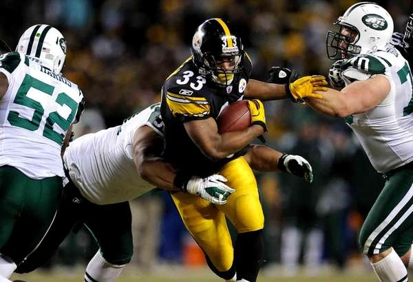 Issac Redman of the Steelers runs the ball