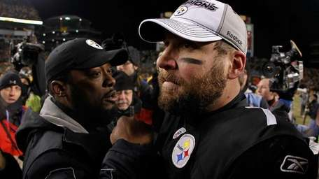 Ben Roethlisberger #7 and head coach Mike Tomlin