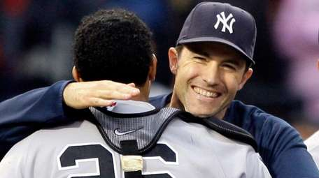 Yankees starting pitcher Mike Mussina is congratulated by