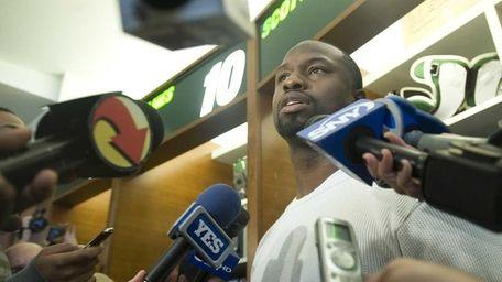 Jets linebacker Bart Scott speaks to reporters in