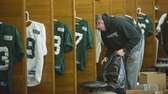 Jets punter Steve Weatherford packs his bags in