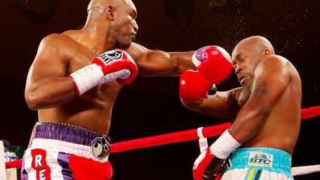 Evander Holyfield in a fight against Sherman Williams