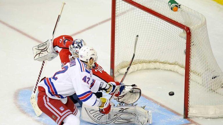 Rangers center Artem Anisimov (42) scores the game-winning