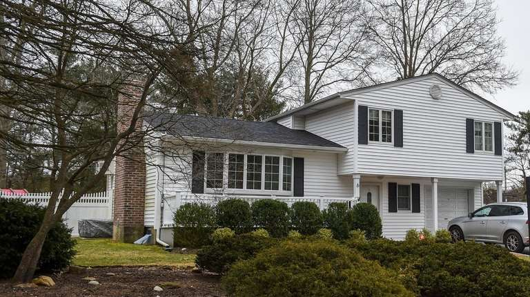 Report: Long Island home sales rise as inventory falls