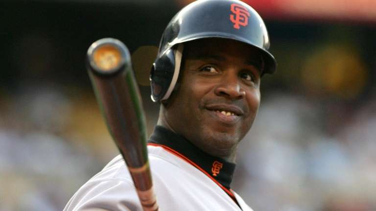 San Francisco Giants Barry Bonds waves to the