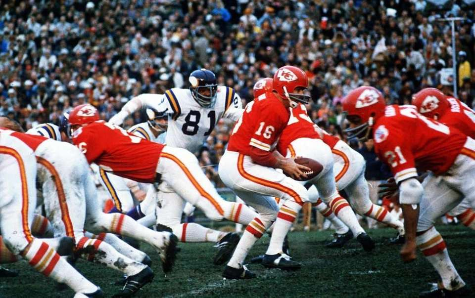 LEN DAWSON, Kansas City Chiefs Super Bowls won:
