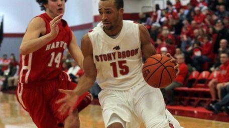 Stony Brook's Leonard Hayes goes to the hoop