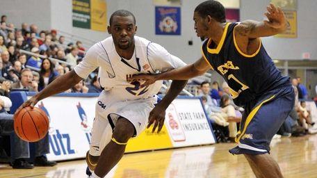 Hofstra guard Charles Jenkins drives to the basket