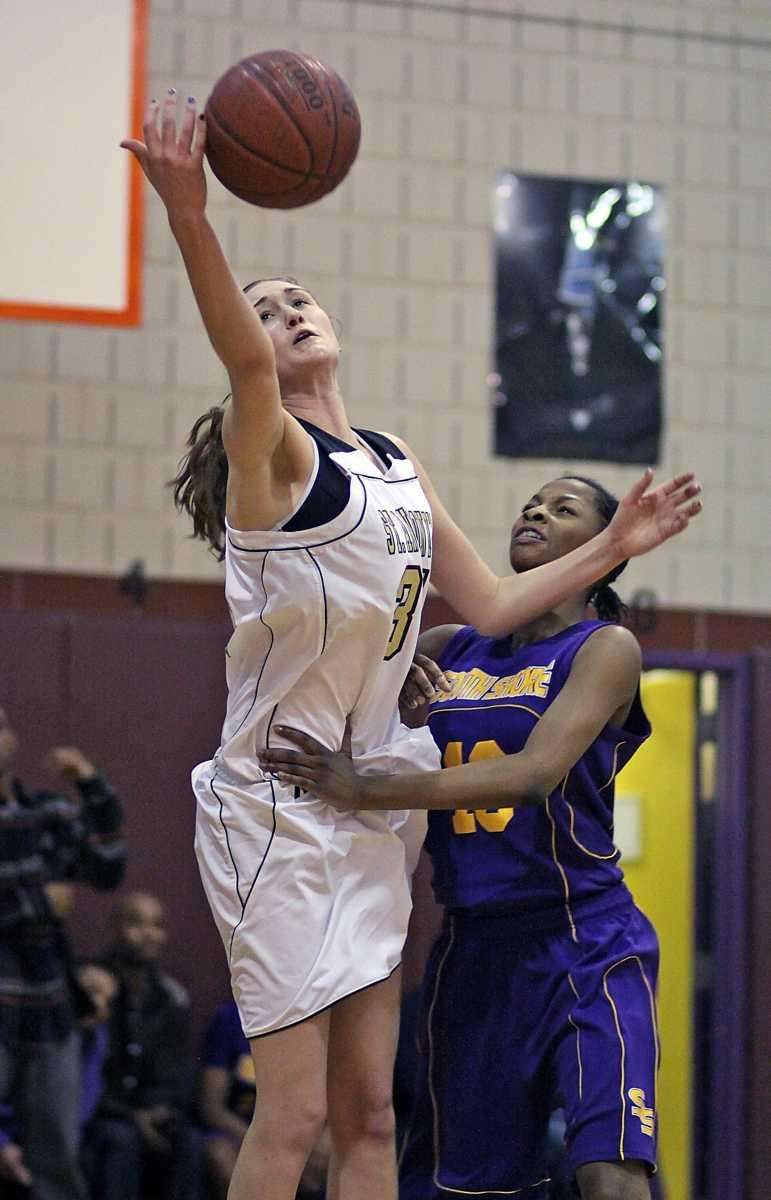 St. Anthony's Michele Impellizeri gets the loop pass