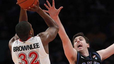 Duke forward Ryan Kelly (34) tries to block