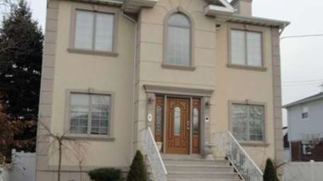 East Rockaway 9 Second Ave. $422,900 This 2,334-square-foot