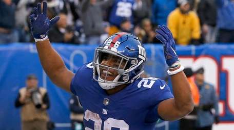 Giants running back Saquon Barkley scores a fourth-quarter