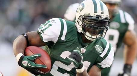 Jets running back LaDainian Tomlinson runs the ball