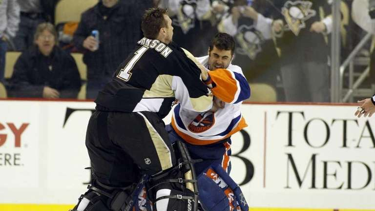 Brent Johnson #1 of the Pittsburgh Penguins gets