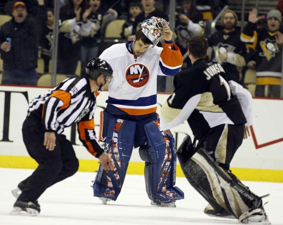 Rick DiPietro #39 of the New York Islanders