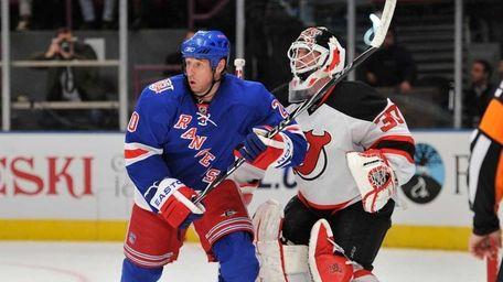 Rangers center Vinny Prospal screens Devils goaltender Martin