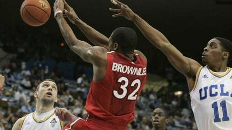 St. John's forward Justin Brownlee, center, loses the