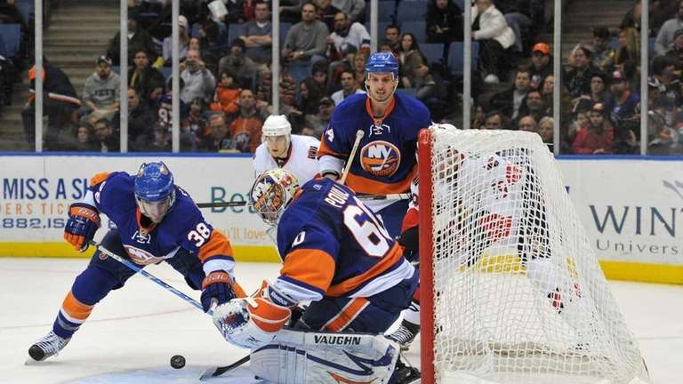 Islanders goaltender Kevin Poulin (60) makes a save