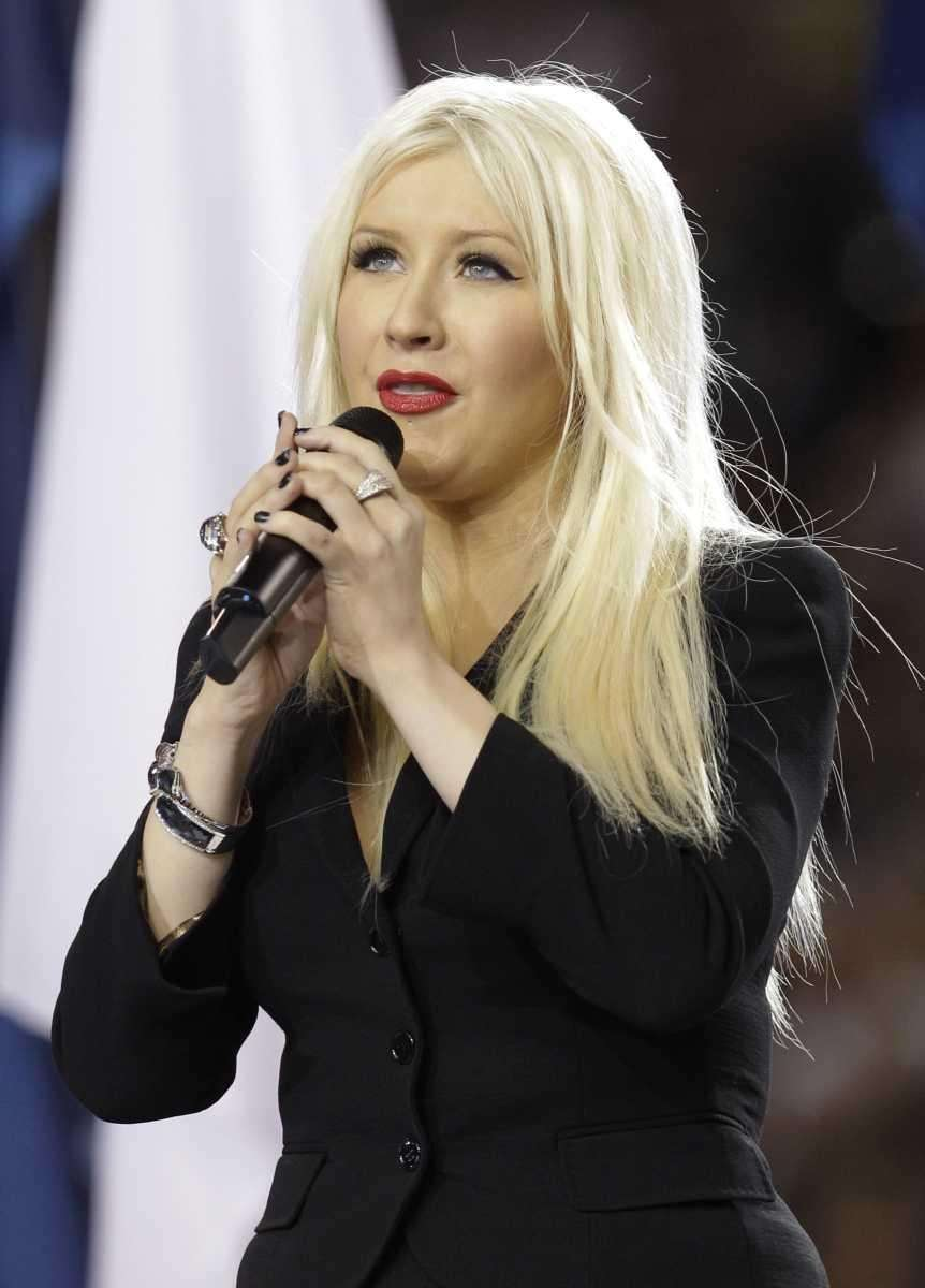 Christina Aguilera sings the national anthem before Super