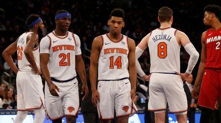 The Knicks' Mitchell Robinson #26, Damyean Dotson #21,