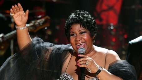Aretha Franklin performs during the 2009 Mandela Day:
