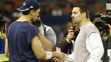 Rams quarterback Kurt Warner, right, and Patriots quarterback