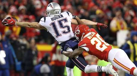 Chris Hogan of the New England Patriots attempts