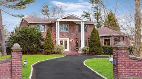 This Old Westbury Colonial, with seven bedrooms and
