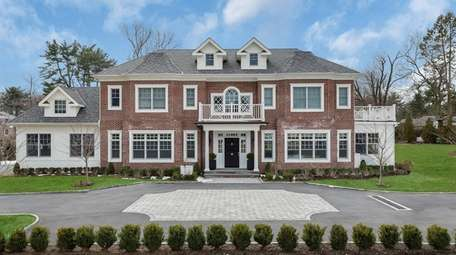 This Old Westbury Colonial, with six bedrooms and