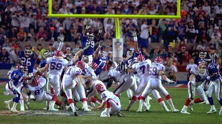 Bills kicker Scott Norwood, center, misses a field