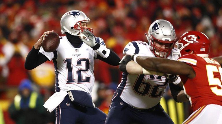Patriots quarterback Tom Brady drops back to pass