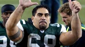 Former  Jets center Kevin Mawae is one