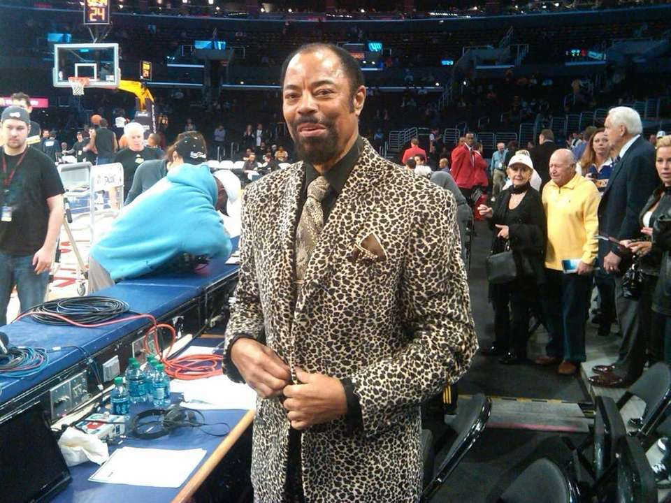 Walt Frazier in Los Angeles before a Lakers-Knicks