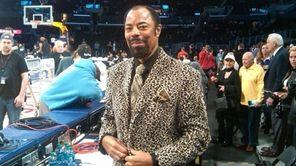 Walt Frazier in Los Angeles before a Lakers-Knicks