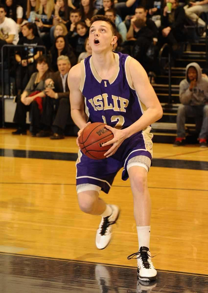 Islip's Tighe Oberg looks before he shoots against