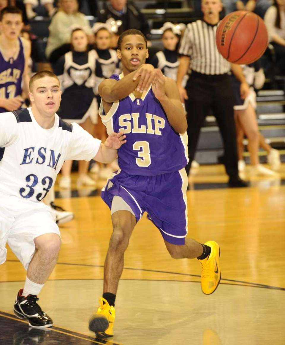 Islip's David Powell passes the ball against Eastport-South