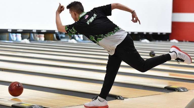 Seaford boys bowling team comes alive late, finishes fifth at states