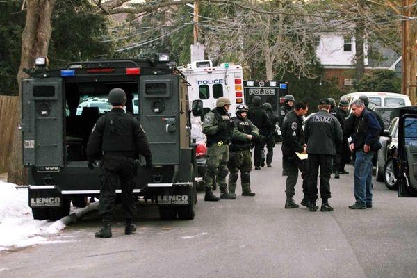 credit: Jim Staubitser | Nassau County police surround a home ...