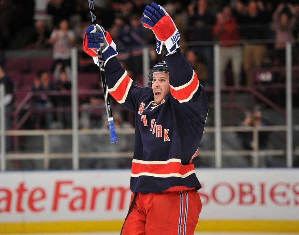 New York Rangers right wing Ryan Callahan (24)